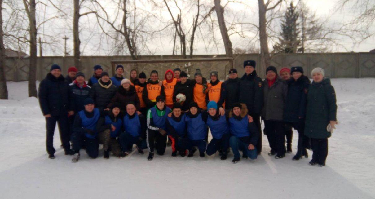 Коркинские полицейские организовали товарищеский матч по футболу со студентами