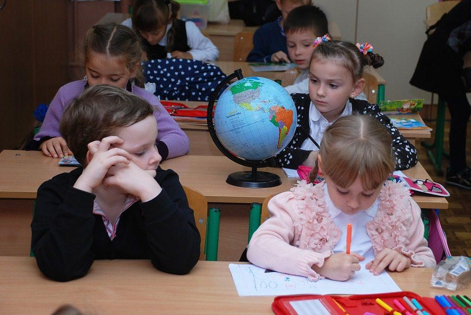 Завтра после двухнедельного карантина за парты снова сядут коркинские школьники