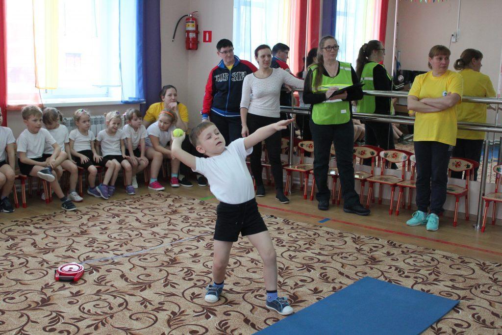В Коркино малыши и воспитатели сдают ГТО. Присоединяйтесь!