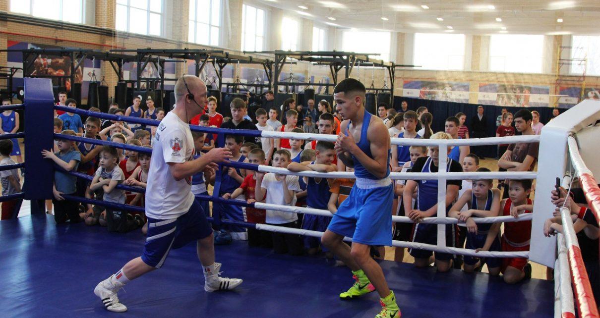 Двукратный олимпийский чемпион Алексей Тищенко провёл тренировку в ФОКе РМК и рассказал, как решил заниматься боксом
