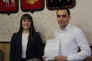 Наталья Лощинина вручила сертификаты на жильё молодым семьям