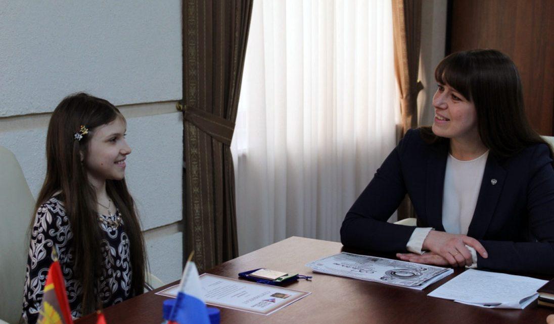 Глава района поддержала коркинскую вокалистку, которая представит Россию на международном фестивале