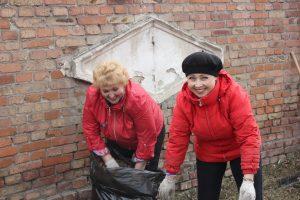 Коркинцы в «чистый четверг» вышли на массовую уборку малой родины