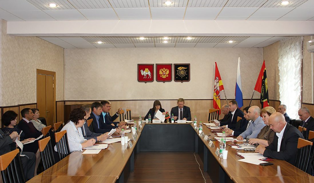 Депутаты районного Собрания распределили областные средства на ремонт дорог и переселение граждан из аварийного жилья