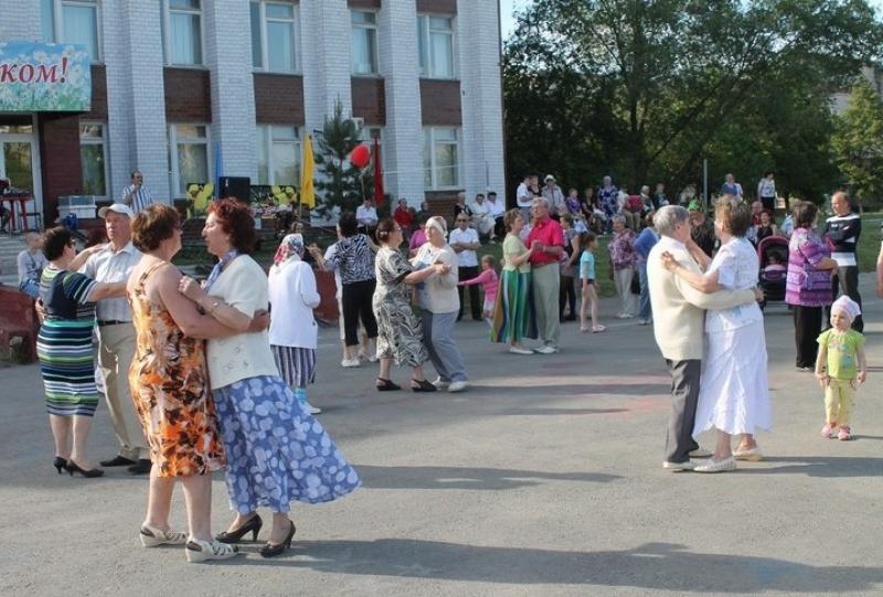 Коркинцев приглашают на «Воскресные вечера»