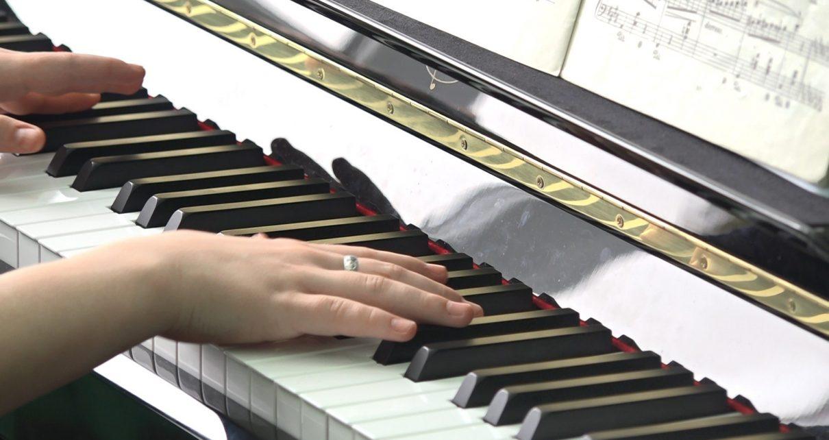Коркинская школа искусств получила пианино