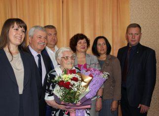 Сегодня с 93-летием поздравили заслуженного ветерана-педагога Анну Тарташову
