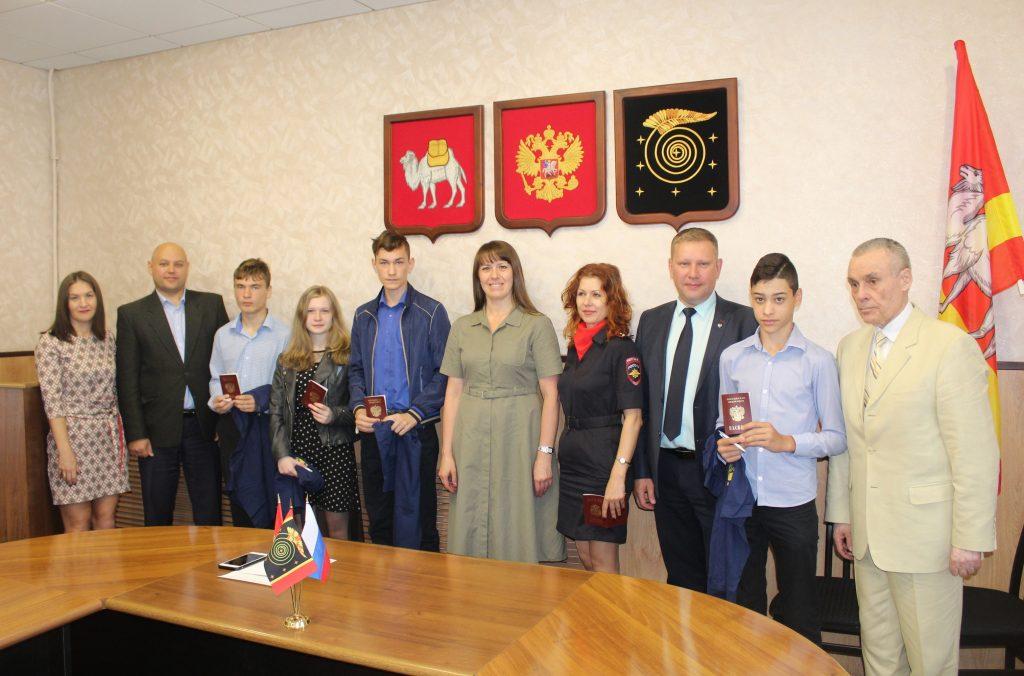 Юные коркинцы в канун Дня России получили паспорта