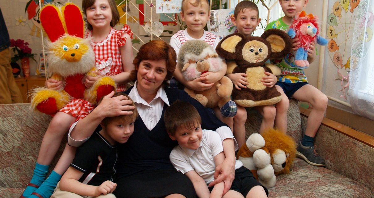 Коркинские соцработники получили областные награды