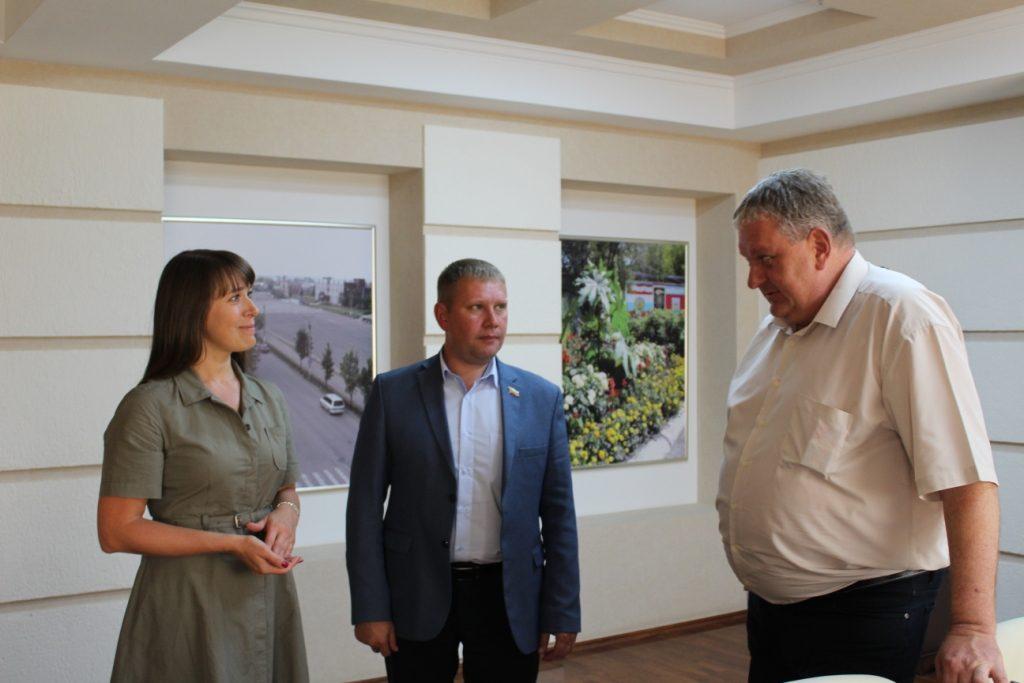 Сегодня юбилей отмечает директор второй школы Татьяна Селютина