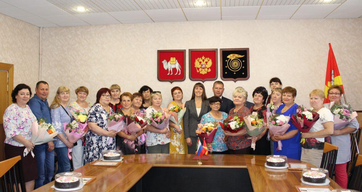 В честь профессионального праздника коркинские работники торговли награждены Благодарственными письмами
