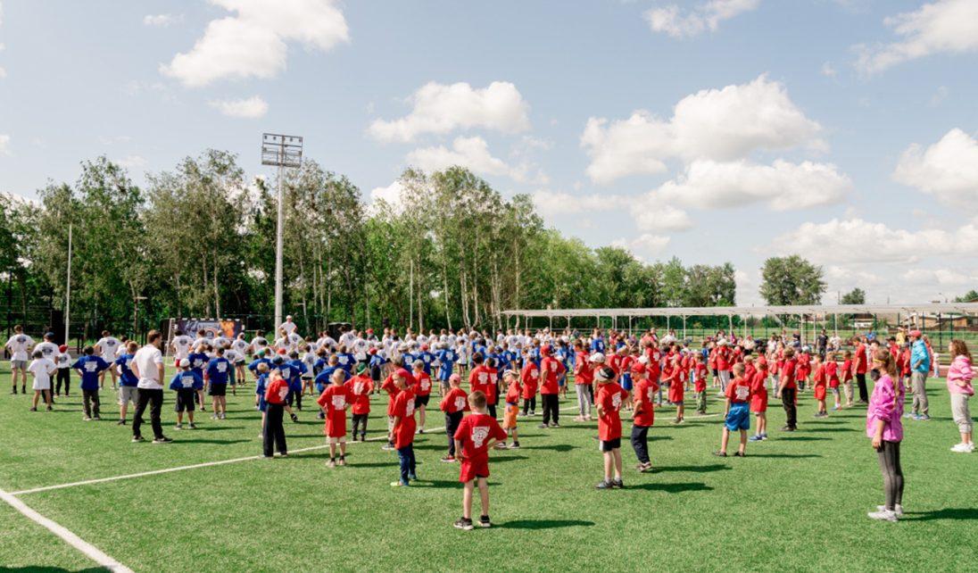 В Коркино в Международный день бокса на площадке возле ФОКа прошла зарядка с чемпионом