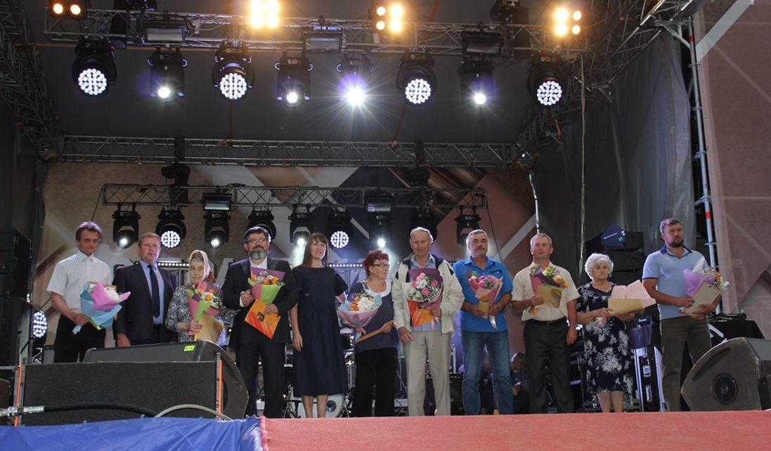 В честь Дня шахтёра и Дня города коркинцы получили награды, выступление звезды и салют!