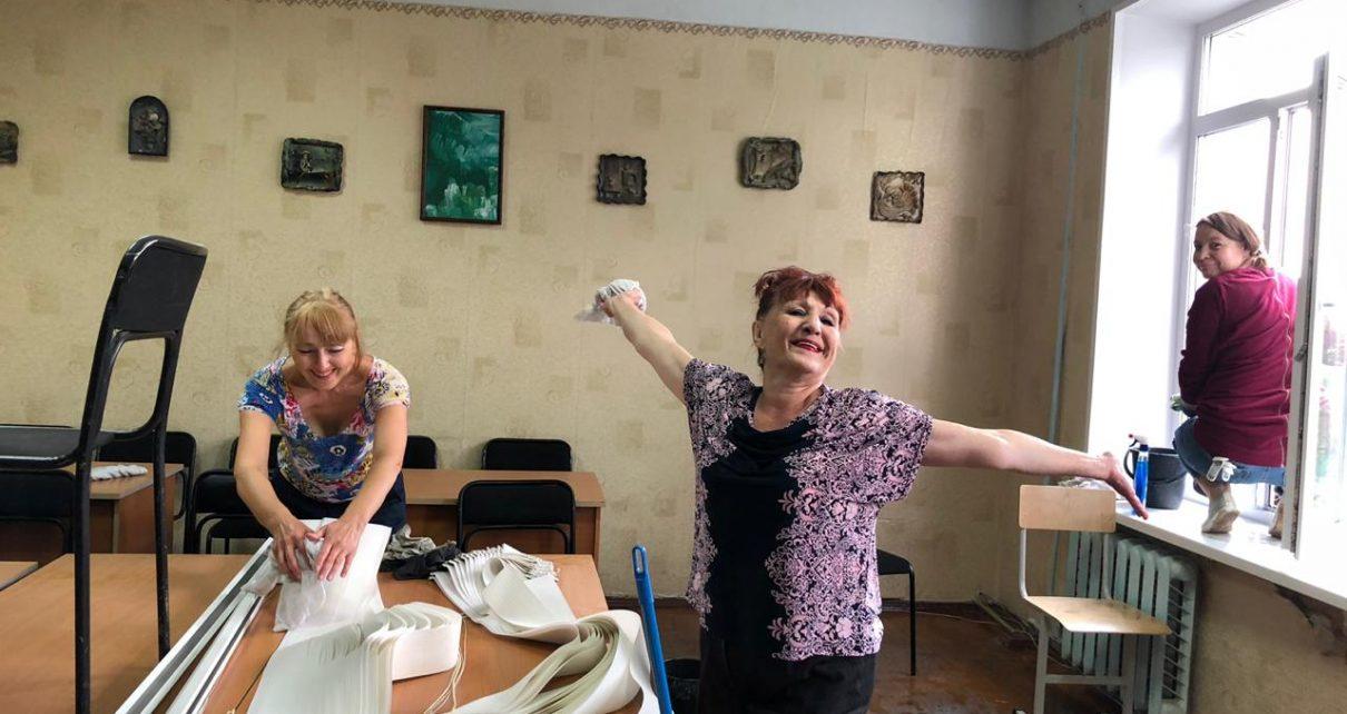 Педагоги Коркинской школы искусств вместе с коллегами наводят порядок