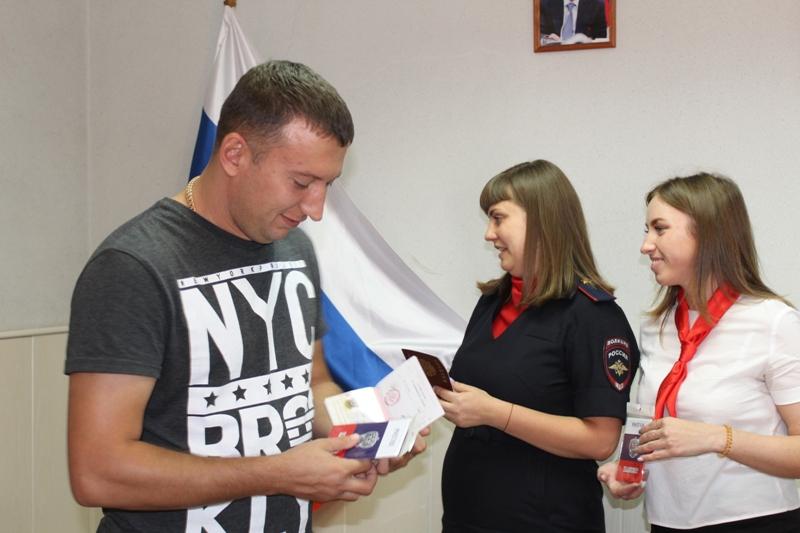 Юным коркинцам торжественно вручили паспорта
