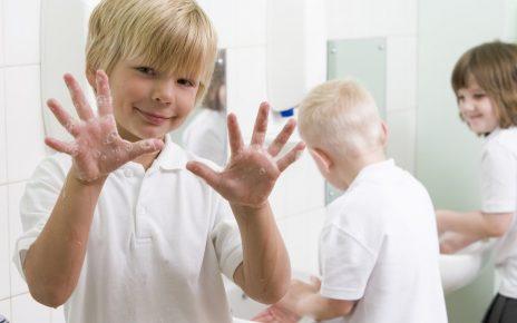 Двое детей заразились ЭВИ. Как предупредить заболевание?