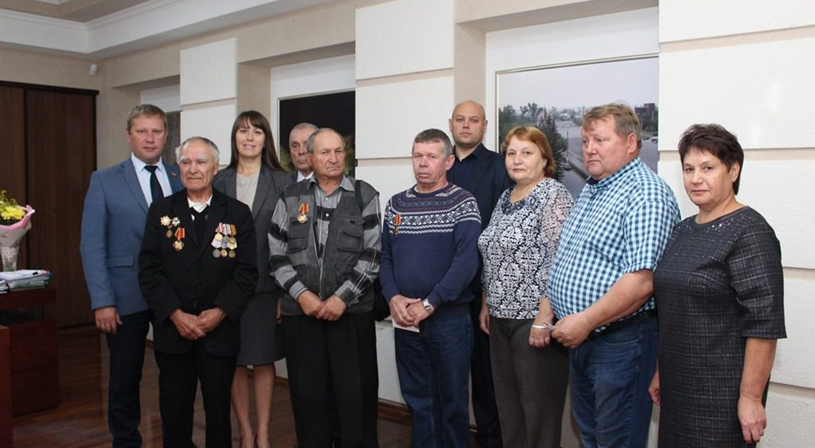 Ветеранам подразделений особого риска вручили юбилейные медали