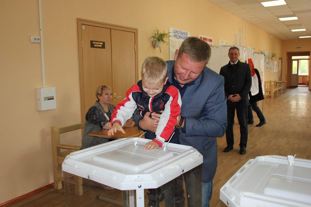 Наталья Лощинина и Николай Швец призывают всех коркинцев посетить избирательные участки и сделать свой выбор