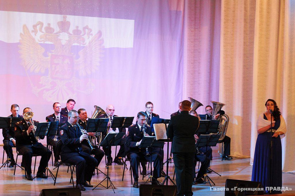 Военный оркестр управления Росгвардии по Челябинской области выступил в Коркино