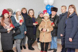 Глава района Наталья Лощинина вручила ключи от новых квартир розинским семьям