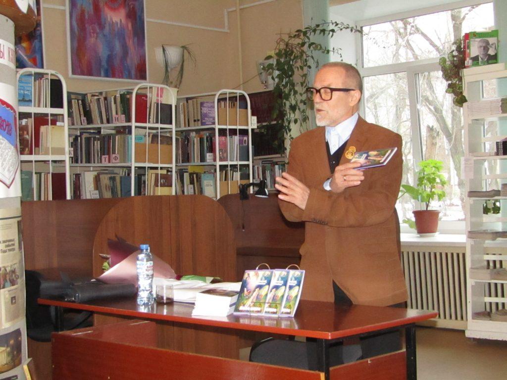 Коркинский поэт Вячеслав Тюнькин презентовал новую книгу