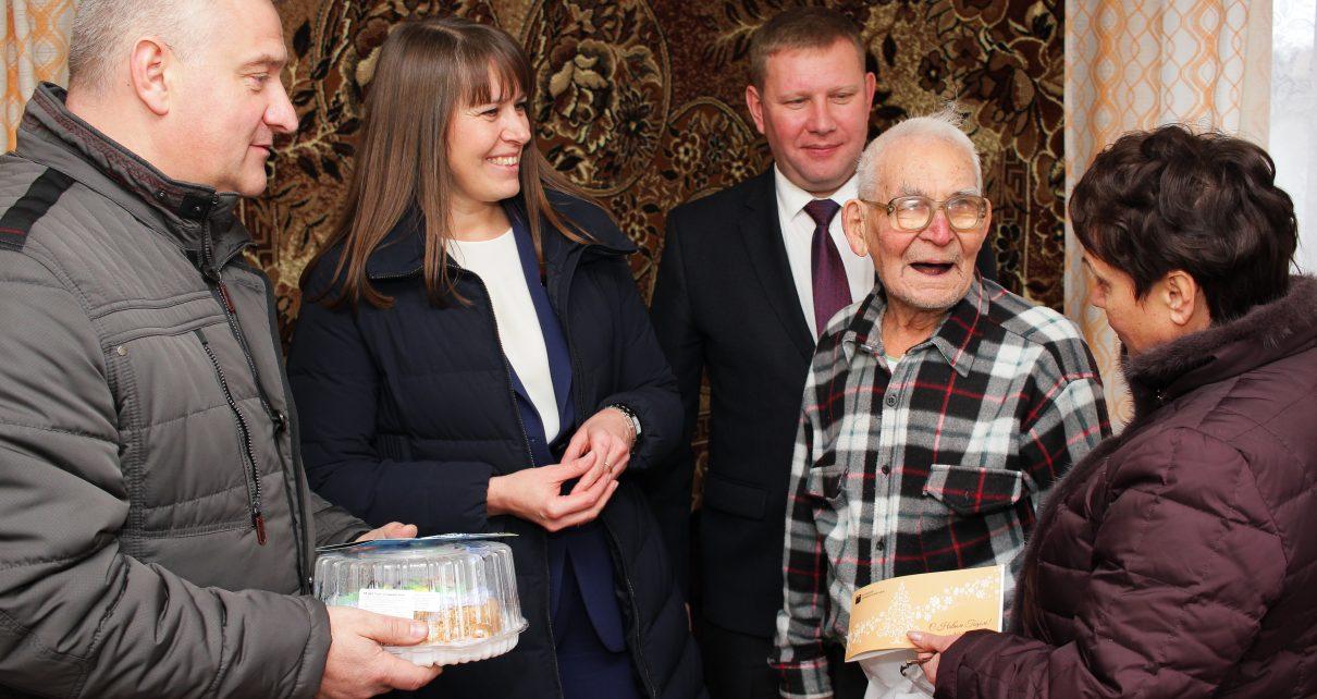 В канун Нового года в Коркинском районе поздравили ветеранов войны