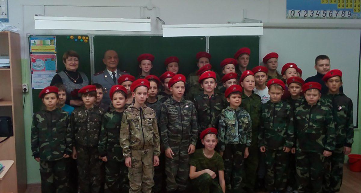 Коркинские полицейские рассказали школьникам о Дне героев Отечества