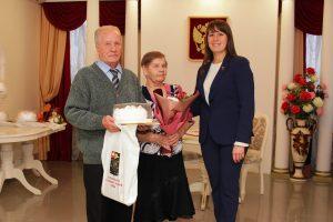 Глава района поздравила юбиляров семейной жизни