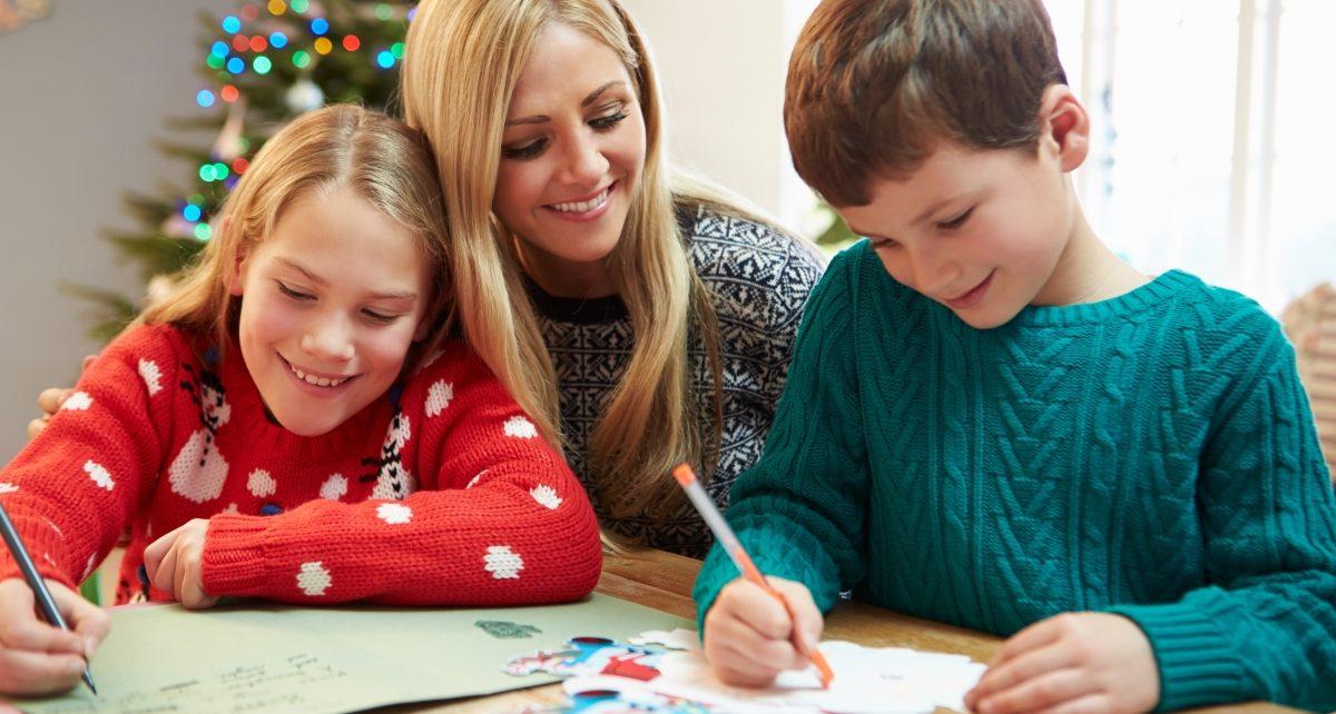 Роспотребнадзор консультирует взрослых и принимает письма для деда Мороза