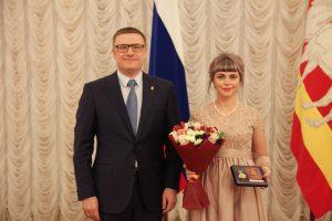 Алексей Текслер наградил многодетную маму из Коркино