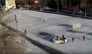 В Коркино «ребятишки» сломали ледяную чашу в новогоднем городке