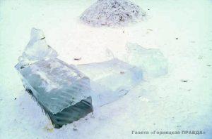 В Коркино в городке сломали ледяную фигуру Снегурочки