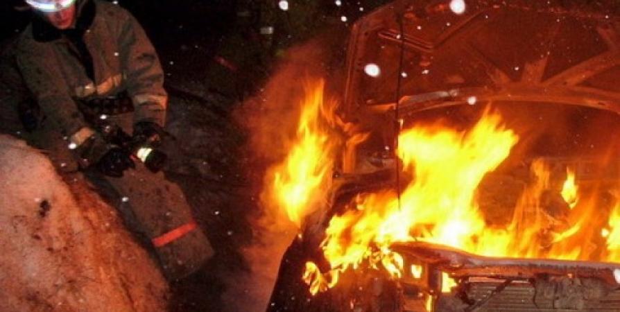 В Первомайском при зарядке аккумулятора в гараже вспыхнула иномарка