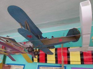 Первомайскому Дому школьника подарили энциклопедии по авиамоделированию