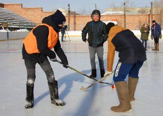 Завтра тринадцать команд сразятся в турнире по хоккею на валенках