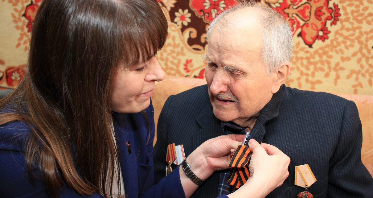 Коркинским ветеранам вручают памятные медали к 75-летию Победы