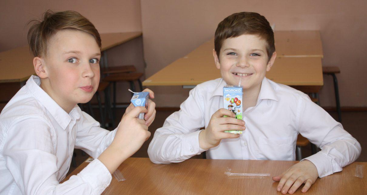 По инициативе губернатора коркинские школьники начали получать молоко
