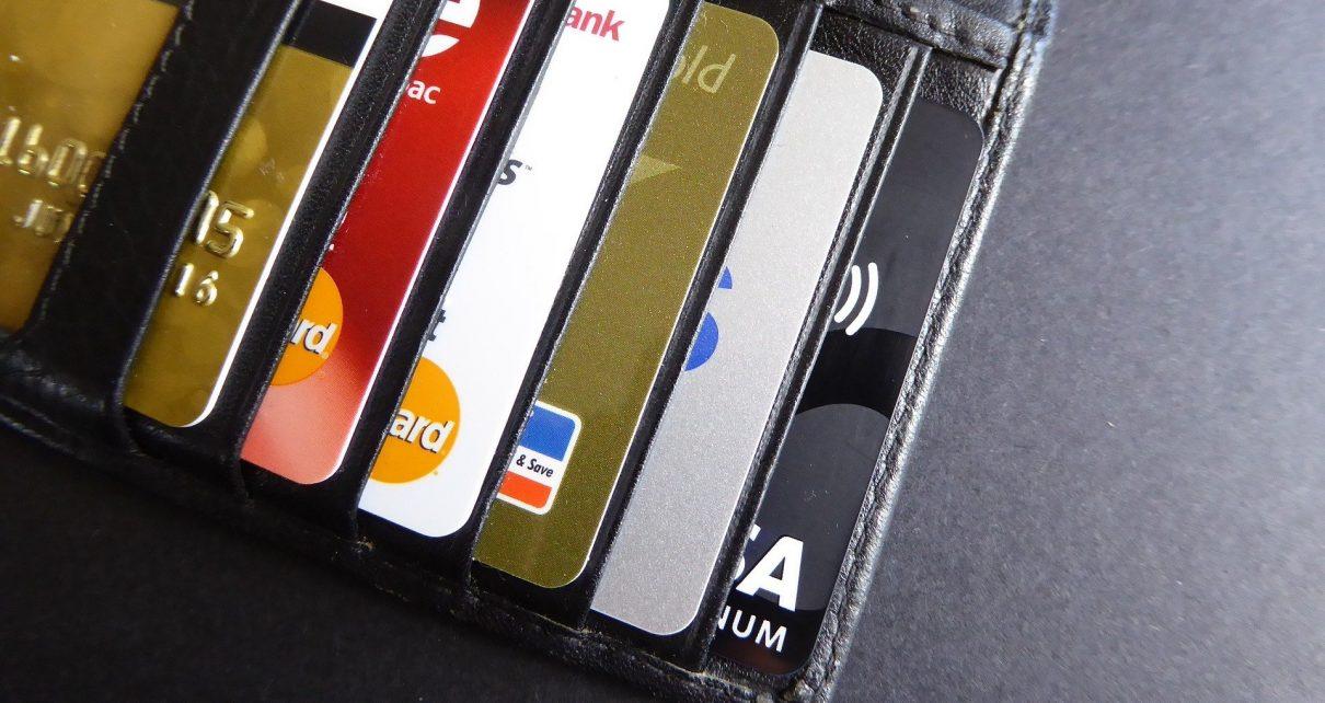 С банковских карт коркинцев мошенники похитили от 4 до 120 тысяч рублей