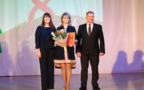Коркинских женщин поздравили с наступающим праздником