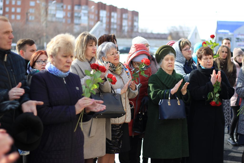 В Коркино открыли мемориальную доску Татьяне Власкиной