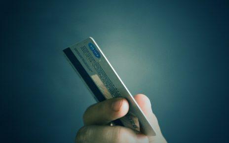 В Коркино мужчина украл с карты возлюбленной почти 100 тысяч рублей