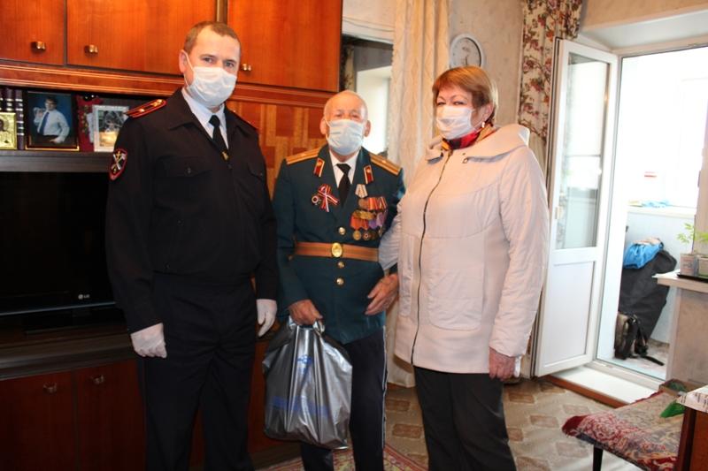 Коркинским ветеранам милиции вручили продуктовые наборы