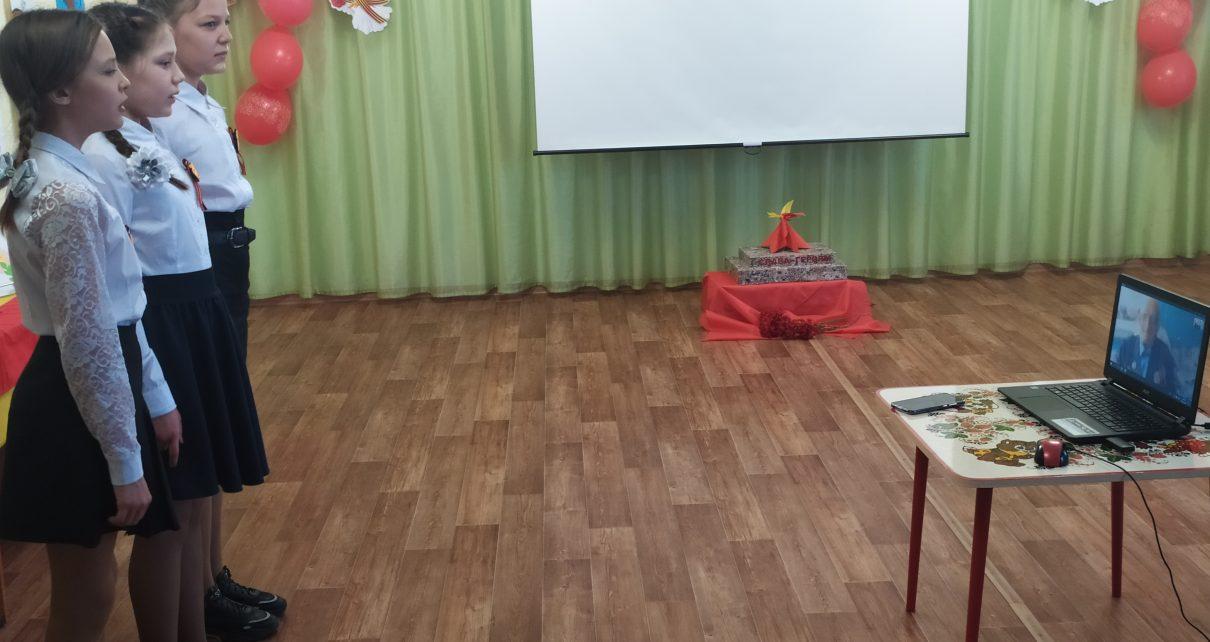 Сотрудники и воспитанники коркинского центра помощи детям поздравили ветеранов