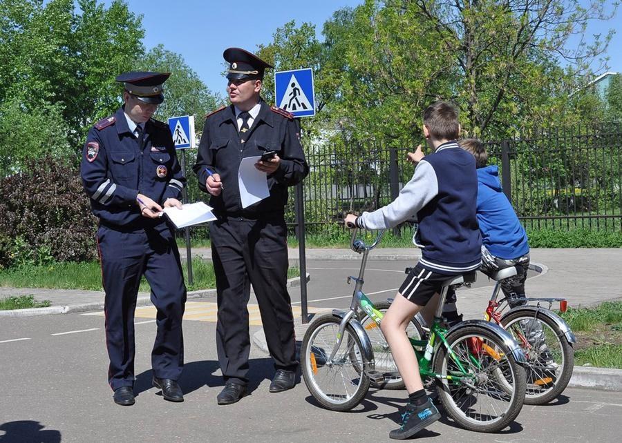 Кто может управлять велосипедом и мопедом?