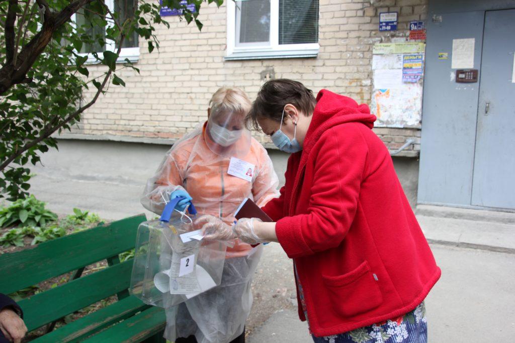 В Коркинском районе начали работу избирательные участки для голосующих
