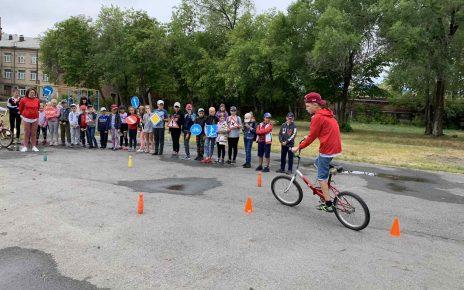 Лучшими велосипедистами в коркинском школьном лагересталиВикторКопанев и ЕленаТурчакова
