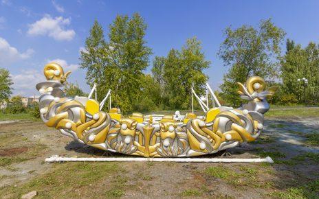 В городском парке для коркинцев устанавливают качели и карусели
