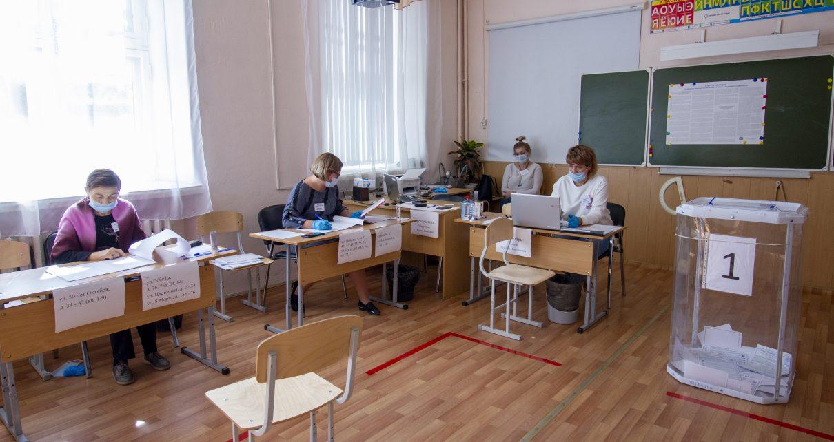 Голосование продолжается. Жители Коркино получают четыре бюллетеня, а розинцы – три. Почему?