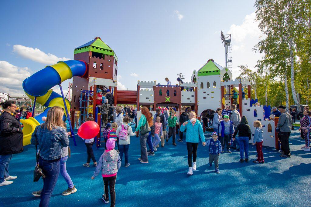 В Коркино на ФОКе Русской медной компании открыт изумительный детский игровой городок!