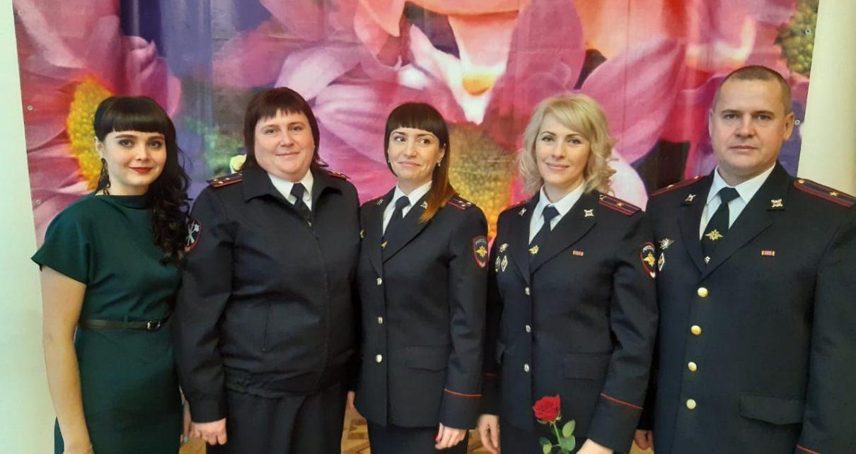 В коркинском отделе кадров МВД трудятся шесть человек. Сегодня они отмечают профессиональный праздник
